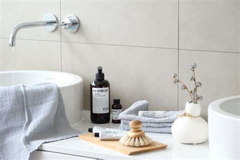 schöne badezimmer dekorieren ideen nat 252 rlich sch 246 ne accessoires f 252 r ein wohnliches badezimmer