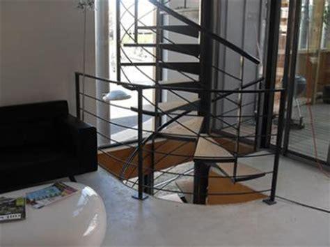 Escalier colimaçon sur 2 niveaux   Vente Escaliers fer