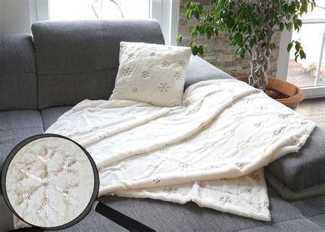 kuscheldecke und kissen set wohndecke deko kissen schnee kuscheldecke sofadecke