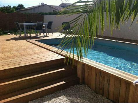 piscine en bois semi enterr 233 e et terrasse en bois cr 233 ez des volumes sur un terrain plat ou