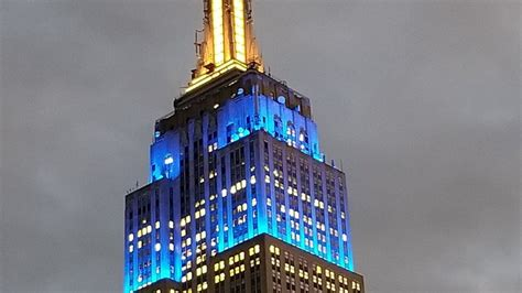 of notre dame colors blue empire state building lights up blue and gold for notre