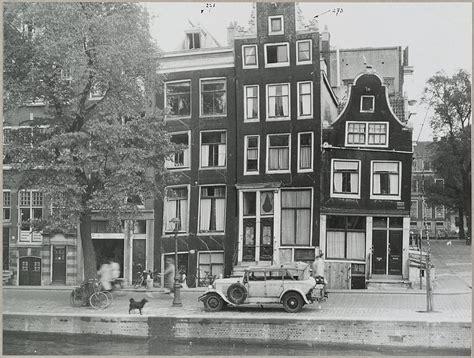 museum plein amsterdam parking huis met gevel onder rechte lijst in amsterdam monument