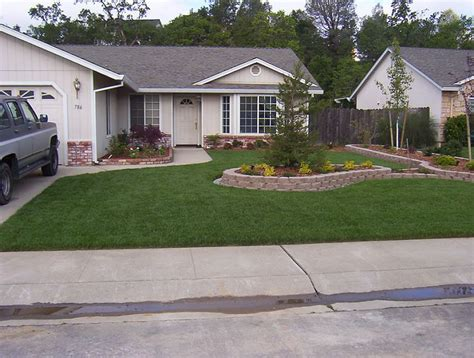 Landscape Pictures Of Small Front Yards Simple Small Front Yard Landscaping Iimajackrussell