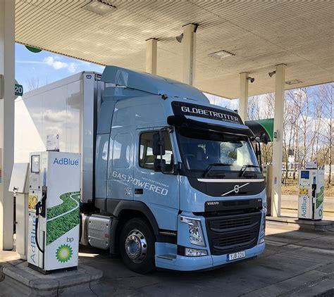 volvos fm lng truck  fuel  calors donington station lng world news