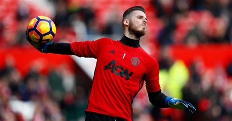 manchester united transfer news real madrid give manchester united goalkeeper david de gea