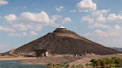 huell howser volcano house huell howser s volcano top saucer house in the mojave desert is for sale and it s mindblowingly