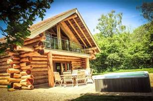 find lodges log cabins with tubs cheap breaks