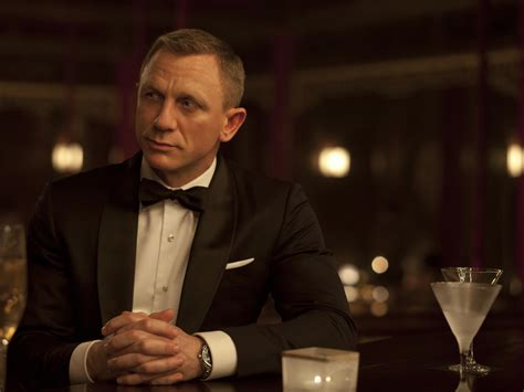 james bond martini james bond opts for dirty martini over classic drink in