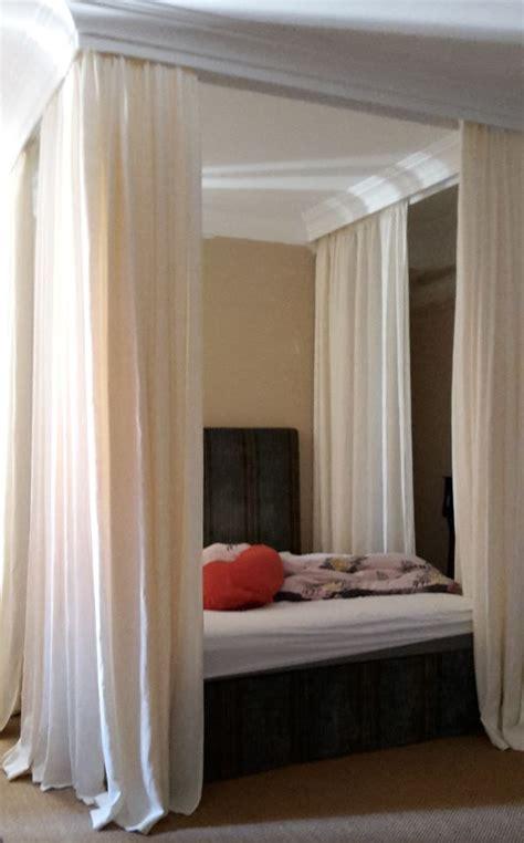 bett mit vorhang himmelbett vorhang f 252 r romantiker bei nasha mabrosch