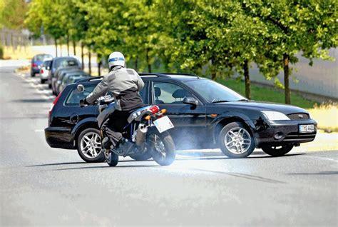 Bremsweg Motorrad Auto by Motorrad Abs Besser Bremsen Motorradreisefuehrer De