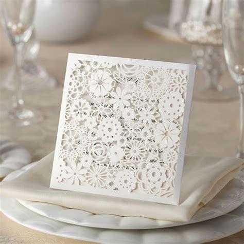 fiori per nozze partecipazioni in pizzo tasca con fiori bomboniere