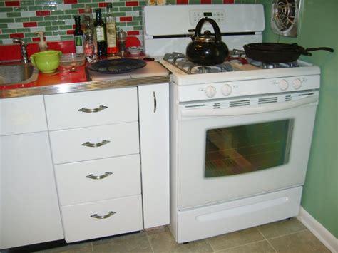free kitchen cabinets craigslist craigslist kitchen cabinets mills pride hartford maple