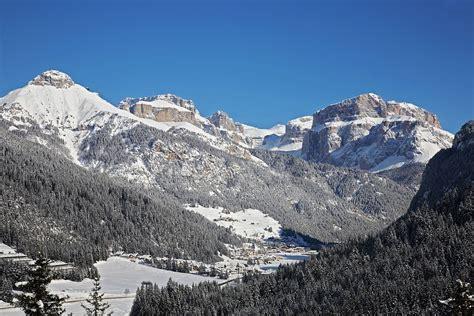 winterurlaub in den bergen hütte winterurlaub in den bergen val di fassa dolomiten
