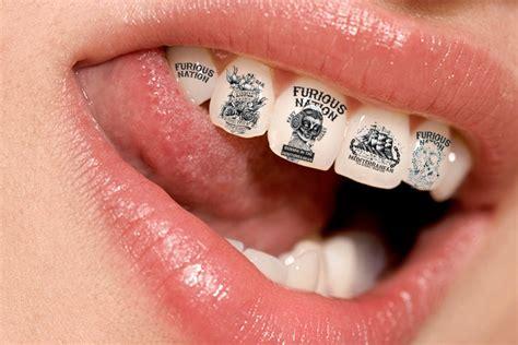 la nueva tendencia sonrisa con tatuajes