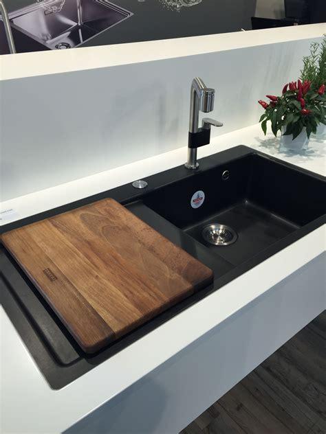 ikea spoelbak keuken zwarte spoelbak met houten inleg snijplank spoelbakken