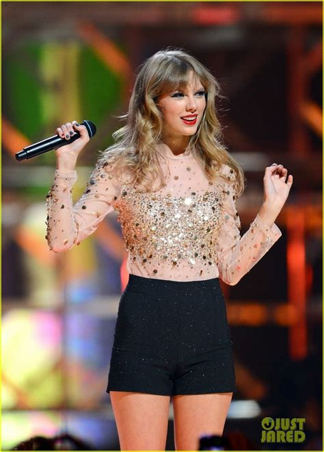 taylor swift iheartradio  festival performance