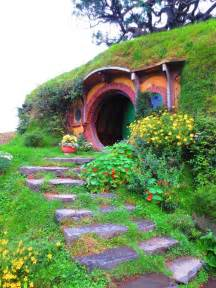 hobbits home hobbit house new zealand hobbit homes pinterest