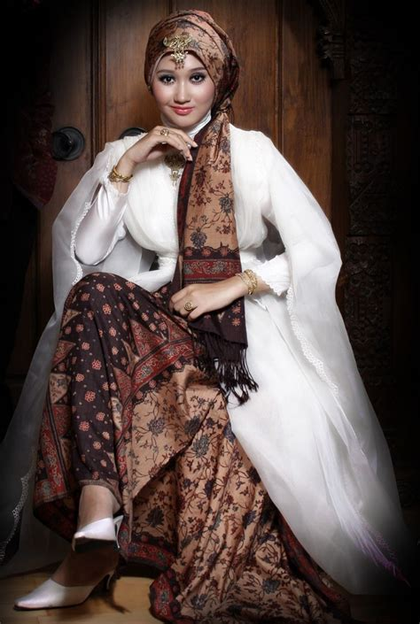 Kebaya Pengantin Ekor Batik Muslim Modern gaun pengantin muslimah elegan model terbaru