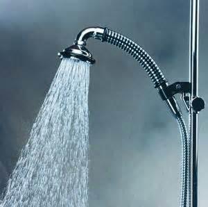 duschen nur mit wasser wassersparend duschen