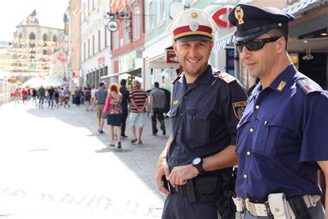questura udine ufficio passaporti polizia italiana con polizia austriaca