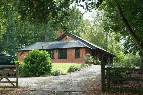 the pilgrim caterham 4 bedroom house to rent in pilgrims fort croydon cr3