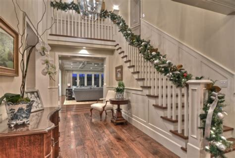 16 best stairs decoration for christmas ideas wartaku net 16 awesome christmas stairs decoration ideas style