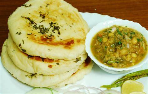 Pakistani Kitchen: Naan Cholay