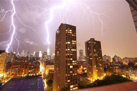 Lighting Nyc lightning strikes one world trade center during new york city thunderstorm photo huffpost
