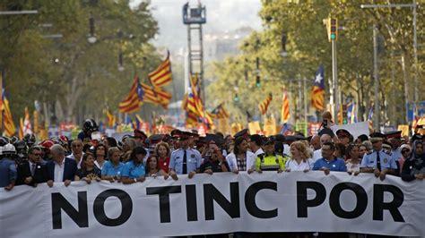 cabecera manifestacion barcelona la manifestaci 243 n contra el terrorismo de barcelona en directo