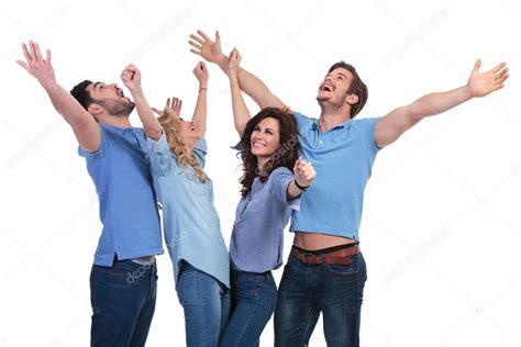 imagenes de manos haciendo ok casual personas celebrando el 233 xito y mirando hacia arriba