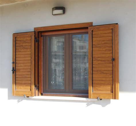 finestra con persiana persiane