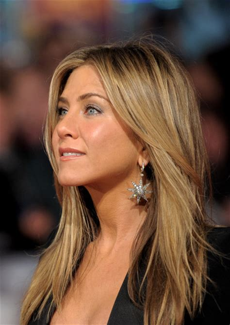 Jennifers Rep Confirms Nose by More Pics Of Aniston Blazer 4 Of 31