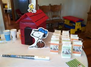 Decorating Ideas For Baby Shower Gift Table Snoopy Baby Shower Decoration Ideas Baby Shower For Parents