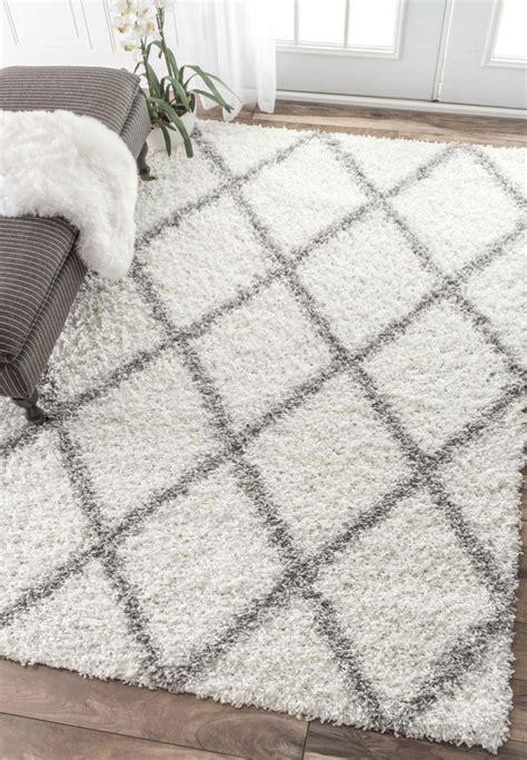 white plush area rug best 25 shaggy rug ideas on shaggy fluffy