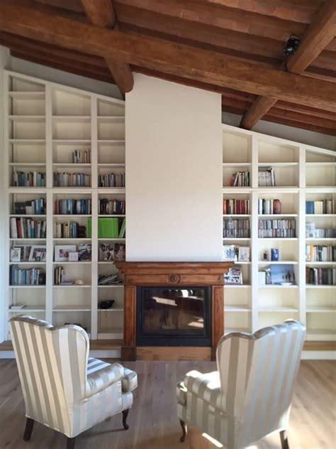 porte librerie librerie in legno su misura librerie artigianali legnoeoltre