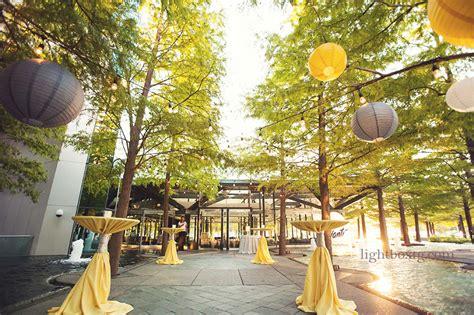 Avanti Fountain Place entrance for wedding   LeForce