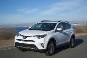Rv4 Toyota Rav4 Vs Cr V 6 Reasons To Go Toyota And 6 More To Get