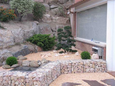 gartengestaltung mit kies ideen mit naturstein und gr 228 sern