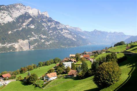 Alpen Chalet österreich by See Walensee In Den Schweizer Alpen Die Schweiz Stockfoto