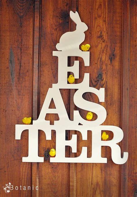 Easter Yard Wood On Door Creative Easter Outdoor Decoration Ideas Hative