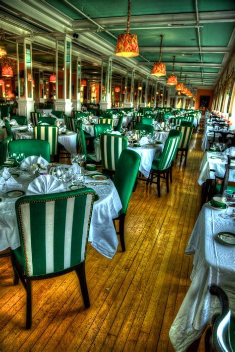 hdr photo of the dining room in the grand hotel on