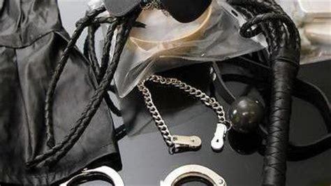 ufficio oggetti smarriti atac roma anche un kit sadomaso tra gli oggetti smarriti