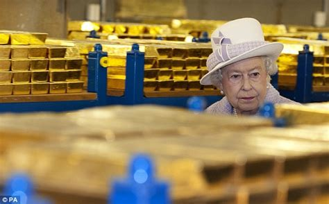 Kqueen Gold gives bank chiefs a ticking orf the crash as