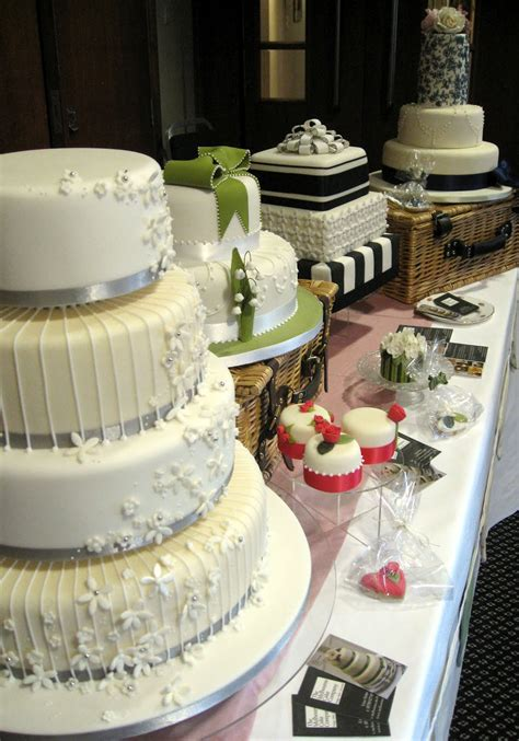 Places That Make Wedding Cakes by 301 Moved Permanently