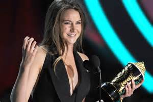 best breakthrough performance mtv awards shailene woodley wins best breakthrough performance at the