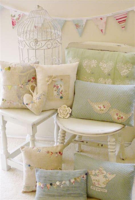 cuscini romantici romantici cuscini con riporti in tessuto provenzale il