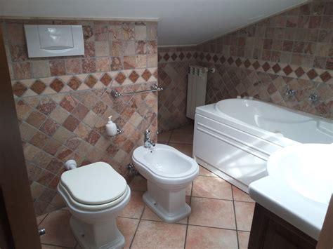 posizione sanitari bagno bagno sottotetto ex novo idee ristrutturazione bagni