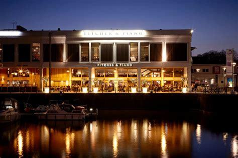 nightlife harbourside