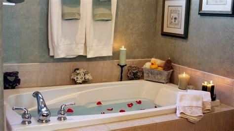 grundlegende badezimmer designs dekorieren mit den passenden dekoartikeln jeden raum