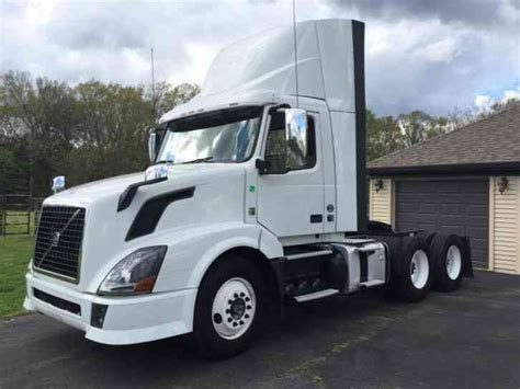2013 volvo semi volvo 2013 sleeper semi trucks